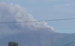 Volcán Telica en una de sus últimas emanaciones de gases y cenizas el domingo 22 de noviembre. LA PRENSA/E. López