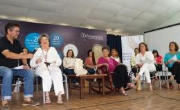 Escritoras de ANIDE entregaron reconocimiento a Claribel Alegría. LA PRENSA/ARNULFO AGUERO