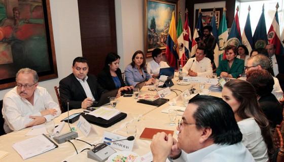 Costa Rica vislumbra solución a crisis de migrantes cubanos
